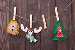 Παιχνίδια Χριστουγέννων με τα χέρια τους στοκ φωτογραφία με δικαίωμα ελεύθερης χρήσης