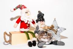 Παιχνίδια Χριστουγέννων με τις διακοσμήσεις στοκ εικόνα