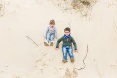 Παιχνίδι αγοριών με ένα κορίτσι Στοκ Φωτογραφίες