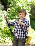 Παιχνίδι αγοριών στην παιδική χαρά Στοκ φωτογραφία με δικαίωμα ελεύθερης χρήσης