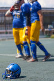 Παιχνίδι αμερικανικού ποδοσφαίρου για τα ισχυρά άτομα Στοκ φωτογραφία με δικαίωμα ελεύθερης χρήσης