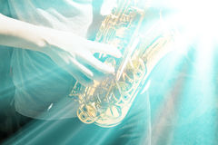 Παιχνίδι ατόμων στο saxophone Στοκ Φωτογραφίες