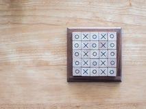 Παιχνίδι ΒΟΔΙΩΝ, που γίνεται από τον ξύλινο φραγμό Στοκ εικόνα με δικαίωμα ελεύθερης χρήσης