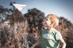 παιχνίδι εγγράφου παιδιών αεροπλάνων Στοκ Εικόνες