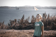 παιχνίδι εγγράφου παιδιών αεροπλάνων Στοκ φωτογραφίες με δικαίωμα ελεύθερης χρήσης