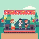 Παιχνίδι ζωνών μουσικής παιδιών στο δημόσιο φεστιβάλ πάρκων απεικόνιση αποθεμάτων