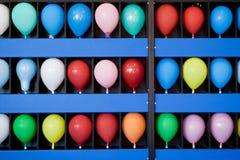 Παιχνίδι ικανότητας μπαλονιών σε ένα λούνα παρκ θαλασσίων περίπατων Στοκ Εικόνες