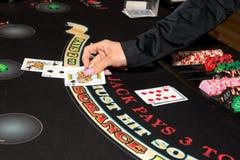 Παιχνίδι καρτών χαρτοπαικτικών λεσχών Blackjack Στοκ φωτογραφίες με δικαίωμα ελεύθερης χρήσης