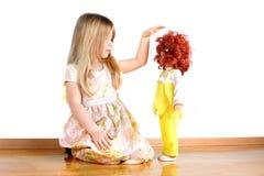 παιχνίδι κοριτσιών κουκ&lambd Στοκ εικόνα με δικαίωμα ελεύθερης χρήσης
