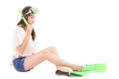 Παιχνίδι κοριτσιών με το εργαλείο κατάδυσης. Απομονωμένος. στοκ φωτογραφία με δικαίωμα ελεύθερης χρήσης
