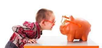 Παιχνίδι με την τράπεζα Piggy στοκ φωτογραφία με δικαίωμα ελεύθερης χρήσης