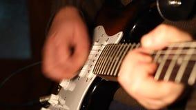 Παιχνίδι μελωδίας στην ηλεκτρική κιθάρα απόθεμα βίντεο