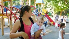Παιχνίδι μητέρων με την κόρη απόθεμα βίντεο