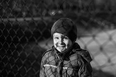 Παιχνίδι μικρών παιδιών στην αθλητική παιδική χαρά Στοκ Εικόνα