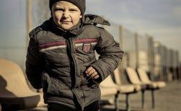 Παιχνίδι μικρών παιδιών στην αθλητική παιδική χαρά Στοκ Εικόνες