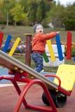 Παιχνίδι μικρών παιδιών στην παιδική χαρά Στοκ εικόνες με δικαίωμα ελεύθερης χρήσης