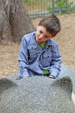 Παιχνίδι μικρών παιδιών στο πάρκο Στοκ Φωτογραφία