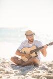 παιχνίδι μουσικών κιθάρων Στοκ Εικόνες