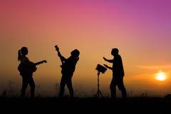 παιχνίδι μουσικών κιθάρων Στοκ εικόνα με δικαίωμα ελεύθερης χρήσης