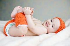 Παιχνίδι μωρών με τα πόδια στοκ εικόνες
