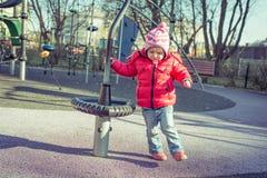 Παιχνίδι μωρών στην παιδική χαρά Στοκ φωτογραφίες με δικαίωμα ελεύθερης χρήσης
