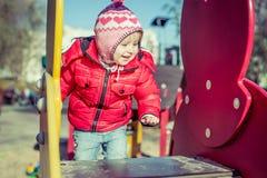 Παιχνίδι μωρών στην παιδική χαρά Στοκ Εικόνα