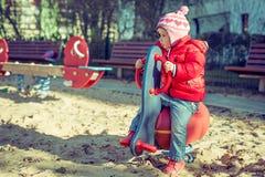 Παιχνίδι μωρών στην παιδική χαρά Στοκ Εικόνες