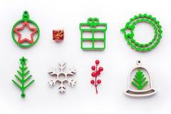 Παιχνίδι ξύλων διακοσμήσεων Χριστουγέννων, άσπρο υπόβαθρο, ντεκόρ Χριστουγέννων Στοκ Εικόνα