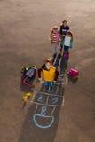 Παιχνίδι παιδιών έξω Στοκ Φωτογραφία