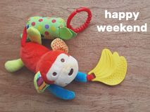Παιχνίδι παιδιών και ευτυχές Σαββατοκύριακο Στοκ Φωτογραφίες