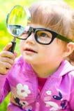 Παιχνίδι παιδιών με την ενίσχυση - γυαλί Στοκ Εικόνες