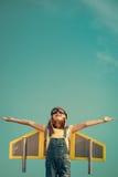 Παιχνίδι παιδιών με το αεριωθούμενο πακέτο Στοκ εικόνες με δικαίωμα ελεύθερης χρήσης