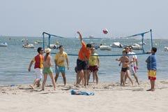 Παιχνίδι πετοσφαίρισης σε μια παραλία στην Ισπανία Στοκ φωτογραφία με δικαίωμα ελεύθερης χρήσης