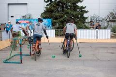 Παιχνίδι ποδηλάτων ποδοσφαίρου, ποδόσφαιρο ποδηλάτων με τα ποδήλατα Στοκ εικόνα με δικαίωμα ελεύθερης χρήσης