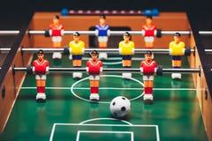 Παιχνίδι & x28 ποδοσφαίρου επιτραπέζιου ποδοσφαίρου kicker& x29  Στοκ εικόνες με δικαίωμα ελεύθερης χρήσης