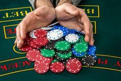 Παιχνίδι πόκερ Τσιπ και κάρτες Στοκ Εικόνες