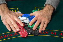 Παιχνίδι πόκερ Τσιπ και κάρτες Στοκ εικόνα με δικαίωμα ελεύθερης χρήσης