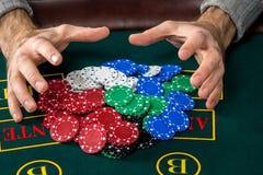 Παιχνίδι πόκερ Τσιπ και κάρτες Στοκ εικόνες με δικαίωμα ελεύθερης χρήσης