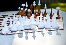 Παιχνίδι σκακιού για τρεις παίκτες Κομμάτια σκακιού στον εξαγωνικό πίνακα Στοκ Εικόνες
