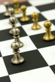 Παιχνίδι σκακιού - πιόνια στις σειρές, που παρατάσσονται Στοκ Φωτογραφίες