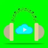Παιχνίδι σύννεφων με το επικεφαλής τηλέφωνο Στοκ φωτογραφίες με δικαίωμα ελεύθερης χρήσης