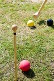 Παιχνίδι του κροκέ στον πράσινο χορτοτάπητα Στοκ φωτογραφία με δικαίωμα ελεύθερης χρήσης