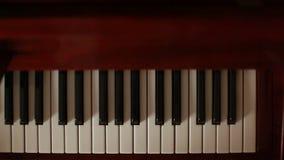 Παιχνίδι του πιάνου στην κίνηση απόθεμα βίντεο