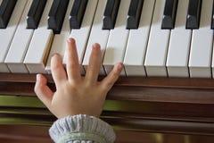 Παιχνίδι του πιάνου Στοκ Φωτογραφία