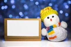 Παιχνίδι χιονανθρώπων Χριστουγέννων με την άσπρη κενή κάρτα Στοκ φωτογραφία με δικαίωμα ελεύθερης χρήσης