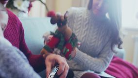 Παιχνίδι Χριστουγέννων - ελάφια Χριστουγέννων, βοηθητικό Santa, τάρανδος Rudoflf απόθεμα βίντεο