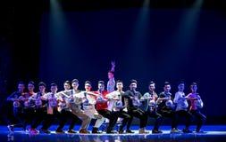 Παιχνίδι όχι το συνήθη ρόλος-μπλε και το λευκό κάποιου ο porcelainr-εθνικός λαϊκός χορός Στοκ Φωτογραφία