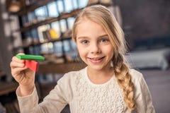 παιχνίδι plasticine κοριτσιών Στοκ φωτογραφία με δικαίωμα ελεύθερης χρήσης