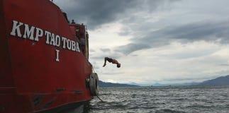 Παιδί άλματος Στοκ φωτογραφίες με δικαίωμα ελεύθερης χρήσης
