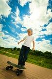 Παιδί αγοριών σκέιτερ με skateboard του δραστηριότητα υπαίθρια Στοκ Φωτογραφία